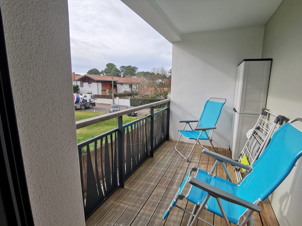 AA- balcon coté chambre