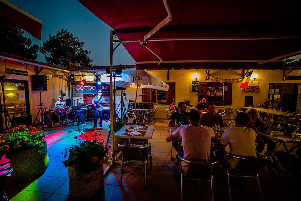 ALBRET PLAGE MESSANGES terrasse-restaurant-nuit