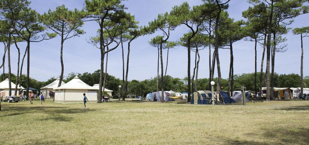 Camping vacances André Trigano -domaine-de-fierbois_-interieur-ddelain
