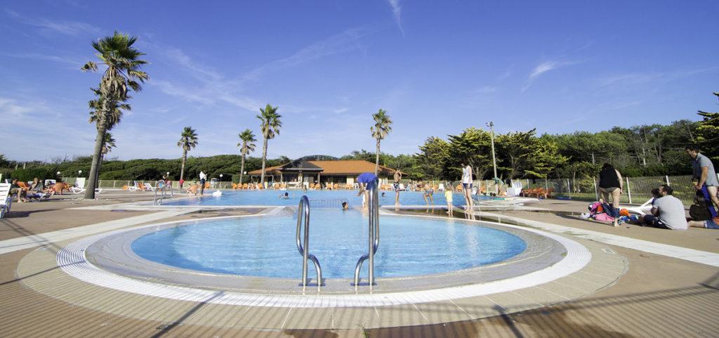 Camping vacances André Trigano -domaine-de-fierbois_-piscine-ddelaine-2