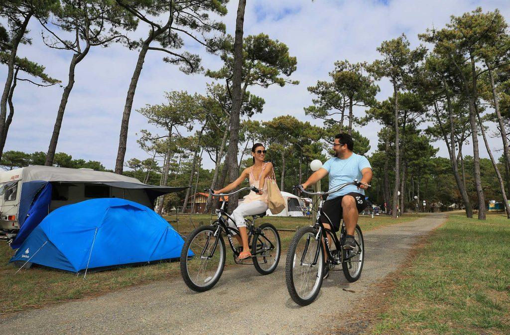 tente-emplacement-nu-camping-domaine-de-fierbois-capbreton-3978